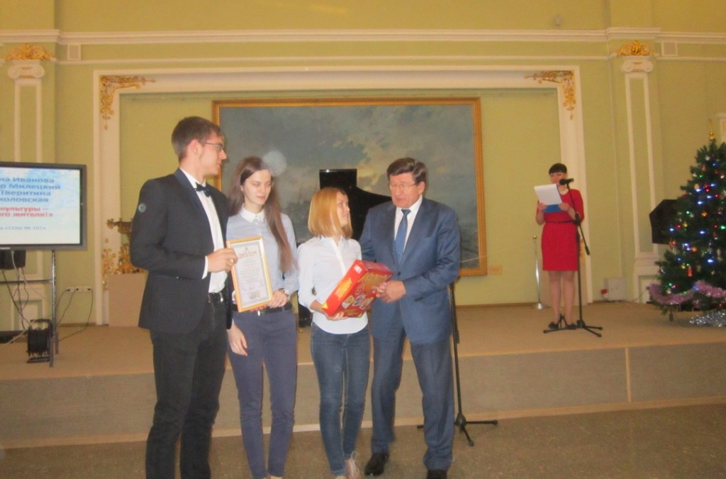Победителям  конкурса социальной рекламы «Омская линия» вручены дипломы и призы от комитета защиты мира